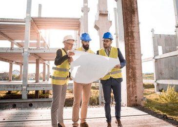 Quels sont les problèmes liés à la construction d'une maison sur un terrain en pente ?